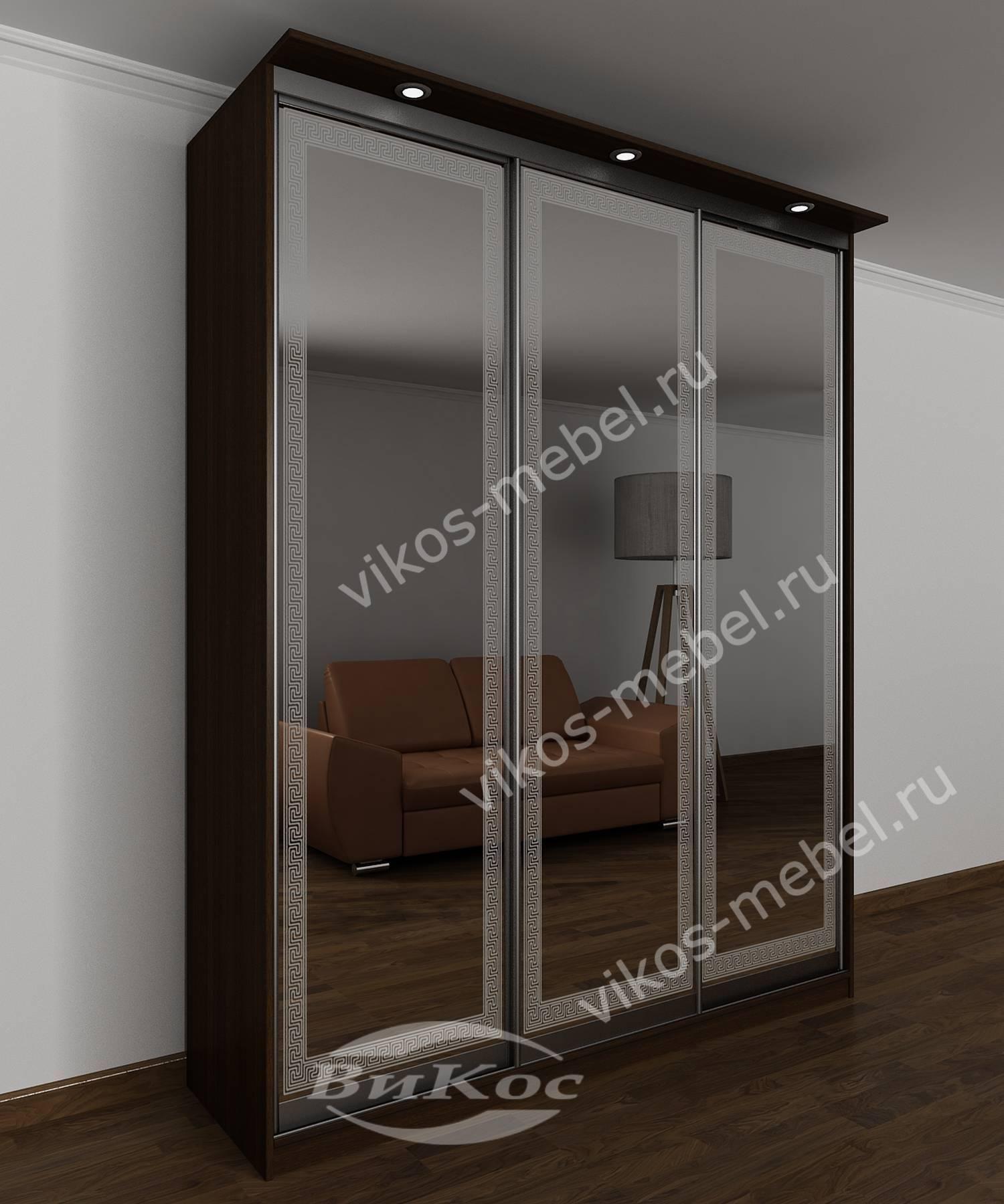 Стильный зеркальный шкаф-купе с подсветкой и рисунками венге.
