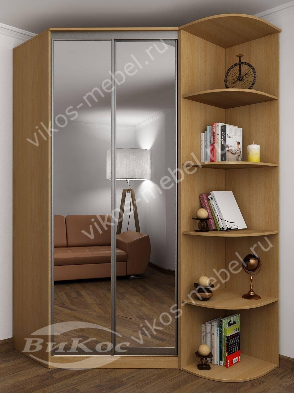 Двухдверный угловой шкаф с зеркалами и стеллажом.