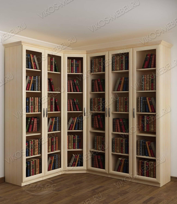 Угловой книжный шкаф сервант с гладким фасадом цвета молочны.