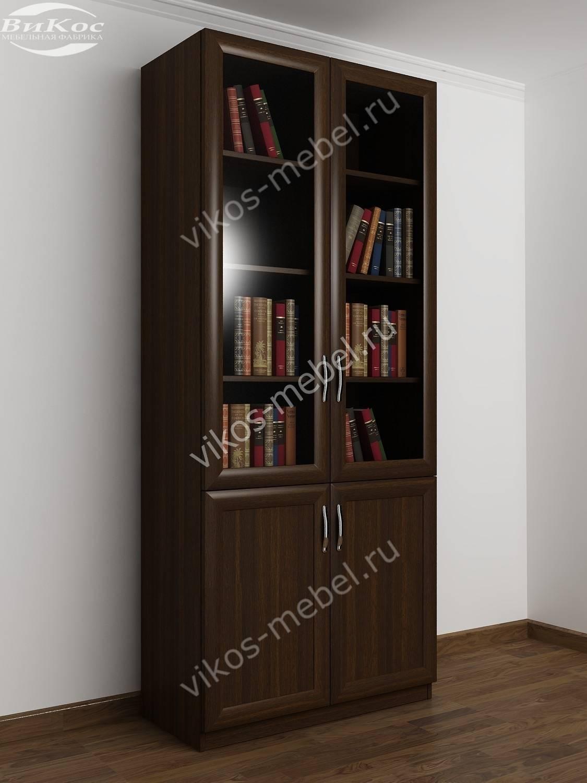 Шкаф книжный двухстворчатый с полками и со стеклянными дверц.