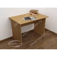 Маленький письменный стол для школьника