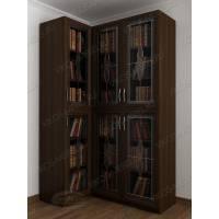Темный закрытый угловой шкаф для книг с фигурным фасадом цвета венге