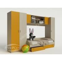 Яркая стенка с кроватью, полками и шкафом в детскую комнату